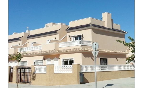 Semi-detached villa in Punta Prima with 3 bedrooms walking distance to the beach and amenities