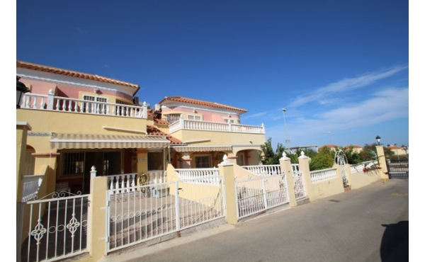 3 BEDROOM HOUSE WITH SEA VIEWS.