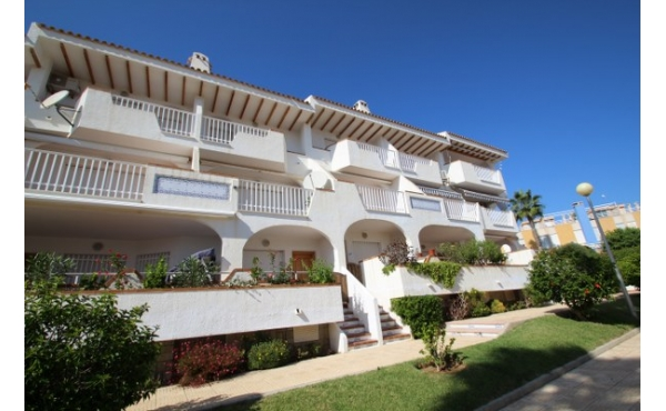 Fantastic location walking distance to the sea.