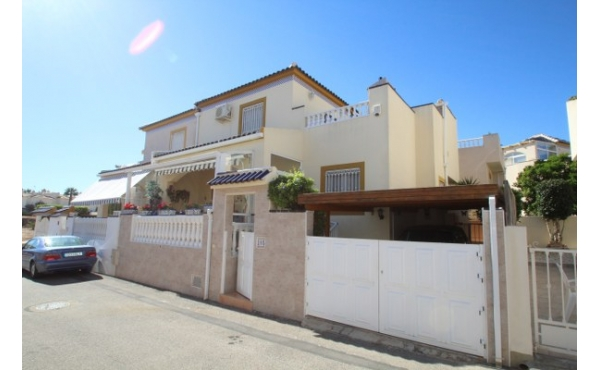 Fantastic town house with communal pool.