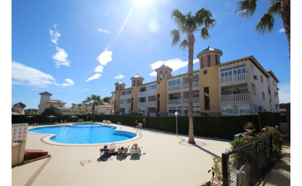 Apartment with private solarium close to the Golf course.