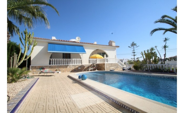 Fantastic villa with private pool and underbuild.