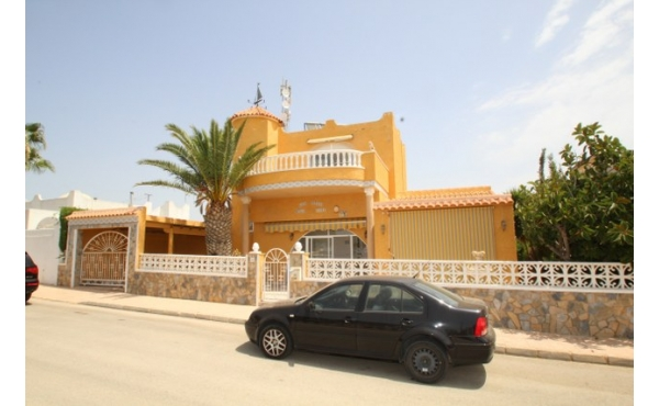 Detached villa with car port and room for a private pool.