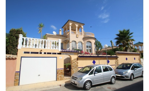 Fantastic villa with private pool and garage.