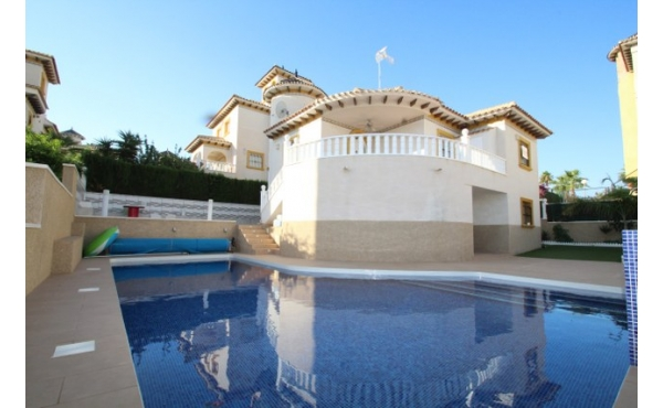 Fantastic refurbished villa with pool.