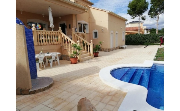 Fantastic villa with counrty views and pool.