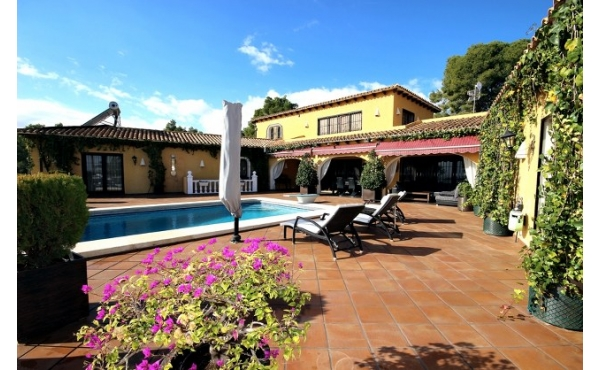Incredible Spanish villa with 7 bedrooms.