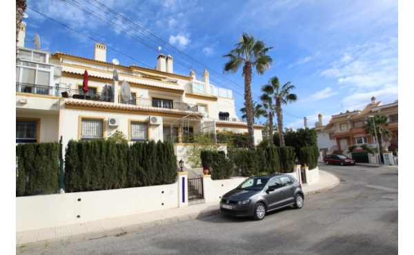 Fantastic location next to Villamartin golf course.