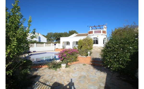 Fantastic villa all on one level with private pool.