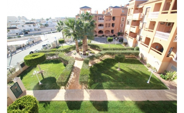 Fantastic apartment with lift and communal pool.