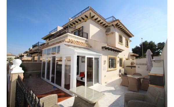 Fantastic refurbished house with private solarium.