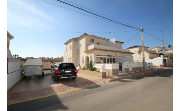 Fantastic semi-detached villa with private pool.