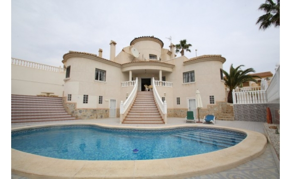 Fantastic villa with under build and pool.
