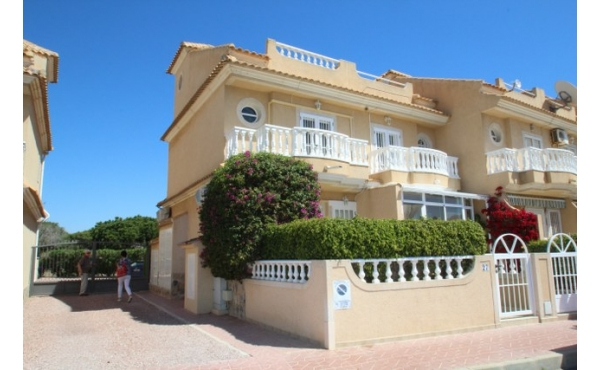 Corner townhouse 500m from the beach.
