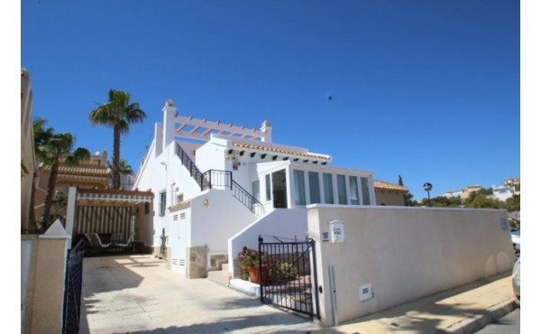 Fantastic  refurbished detached villa with private solarium