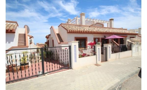 Fantastic bungalow with solarium and communal pool.
