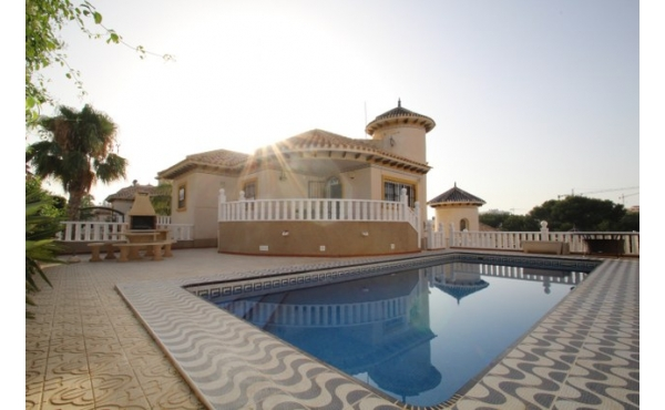 Fantastic villa with private pool in Villamartin.