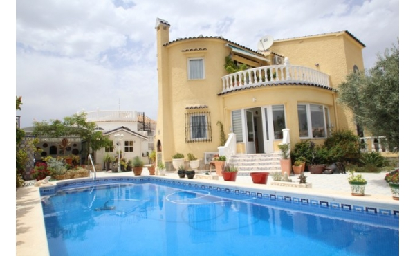 Fantastic refurbished detached villa with private pool.