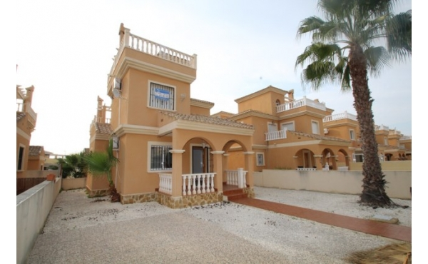 Detached villa in Lo Crispin.