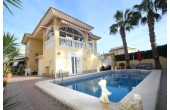 1617D, Fantastic villa with pool and garage.