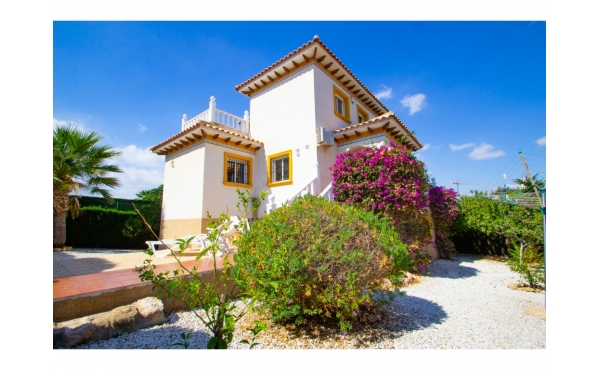 Villa with separate guest apartment