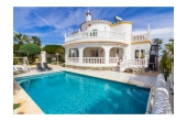 7325IP, Imposing detached villa with private pool