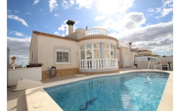 Fully refurbished villa with pool.