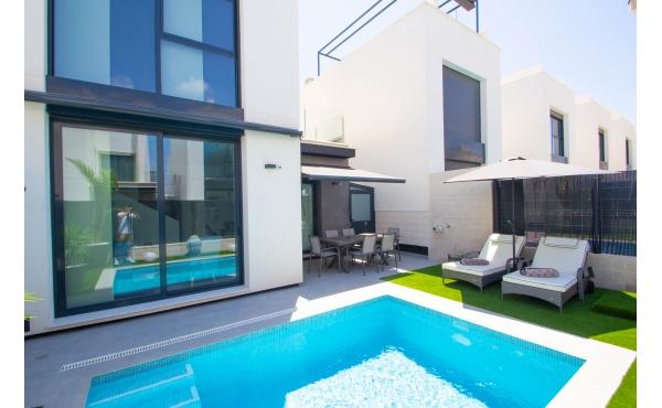 Modern detached villa