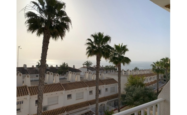 Fully refurbished townhouse only 200 m from the beach.