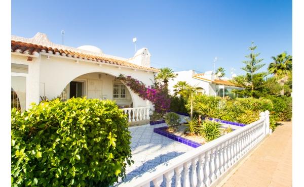 Blue Lagoon bungalow with extensive solarium