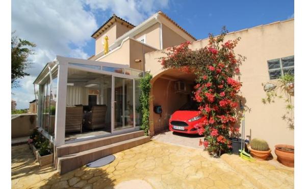 Semi-detached 3 bedroom villa in Urb.El Galan