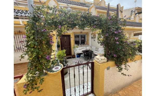 Terraced house in front of the community pool in Playa Flamenca Las Mimosas