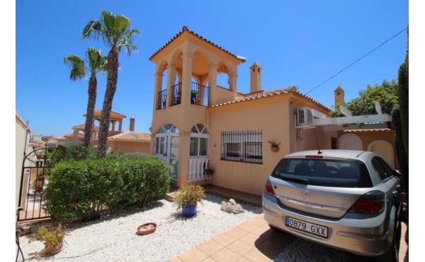 Villa in Villamartin El Galan with private pool.