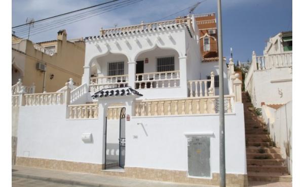 Fantastic refurbished detached villa with private solarium.