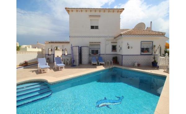 Detached villa with private pool in Blue Lagoon / Villamartin