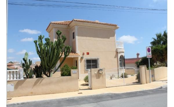 Spacious villa with communal pool in El Galan