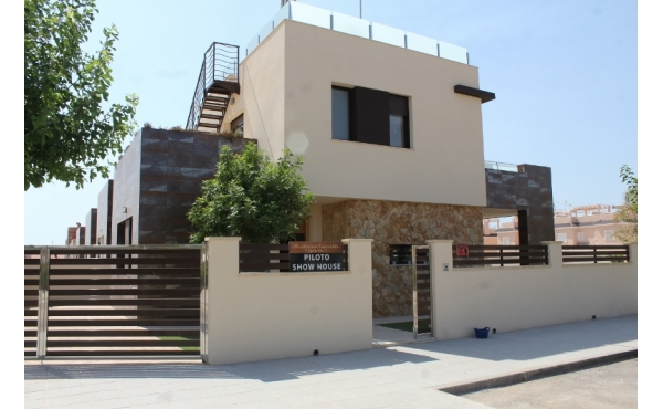 Modern villa in Torre de la Horadada close to the beach
